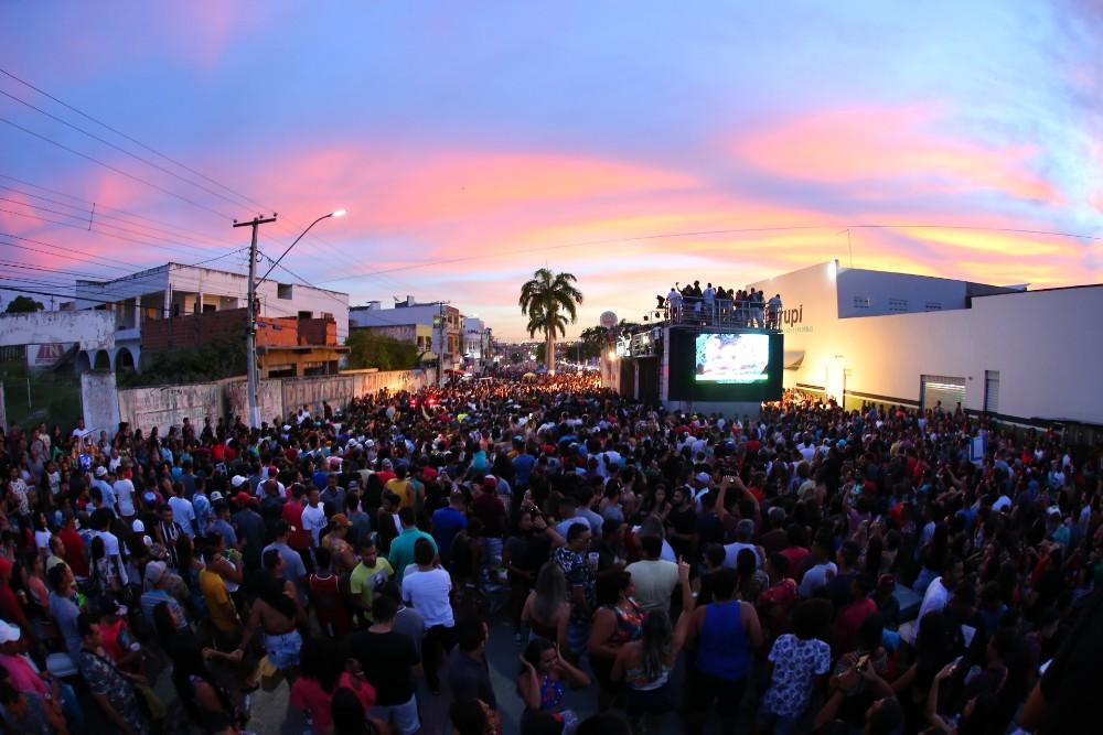 Bell Marques agita aniversário da cidade de Lagarto-Se