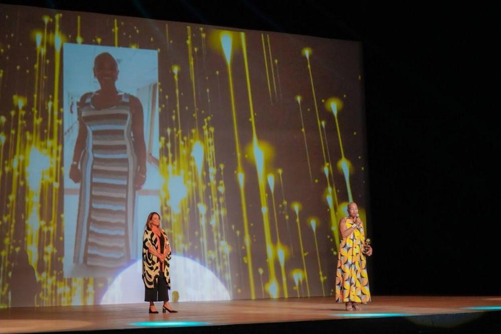 Olodum homenageia 20 mulheres com Troféu UJAMAA