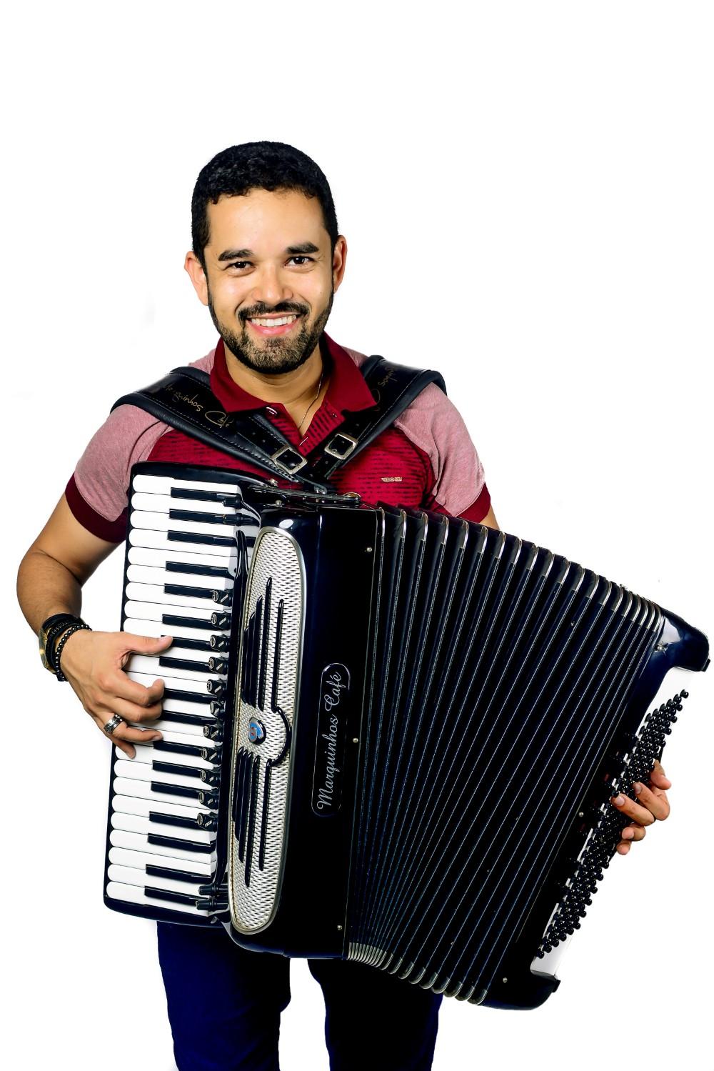 É nesta sexta: Forró da AABB Salvador recebe Danniel Vieira, Adelmario Coelho e Marquinhos Café