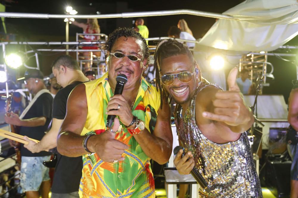 Quinta de Carnaval mantém tradição do samba na avenida