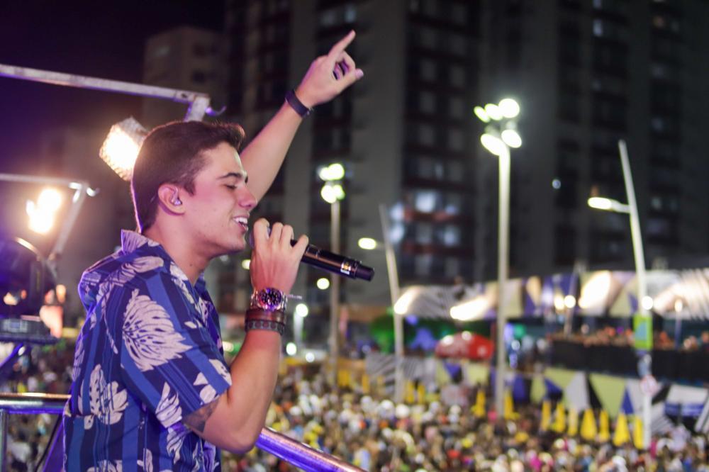 Guga Meyra comemora agenda lotada durante Carnaval em Salvador