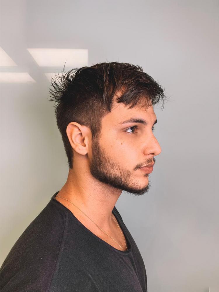 Com o fim das gravações de sua participação em 'Gênesis', Bruno Guedes muda o visual