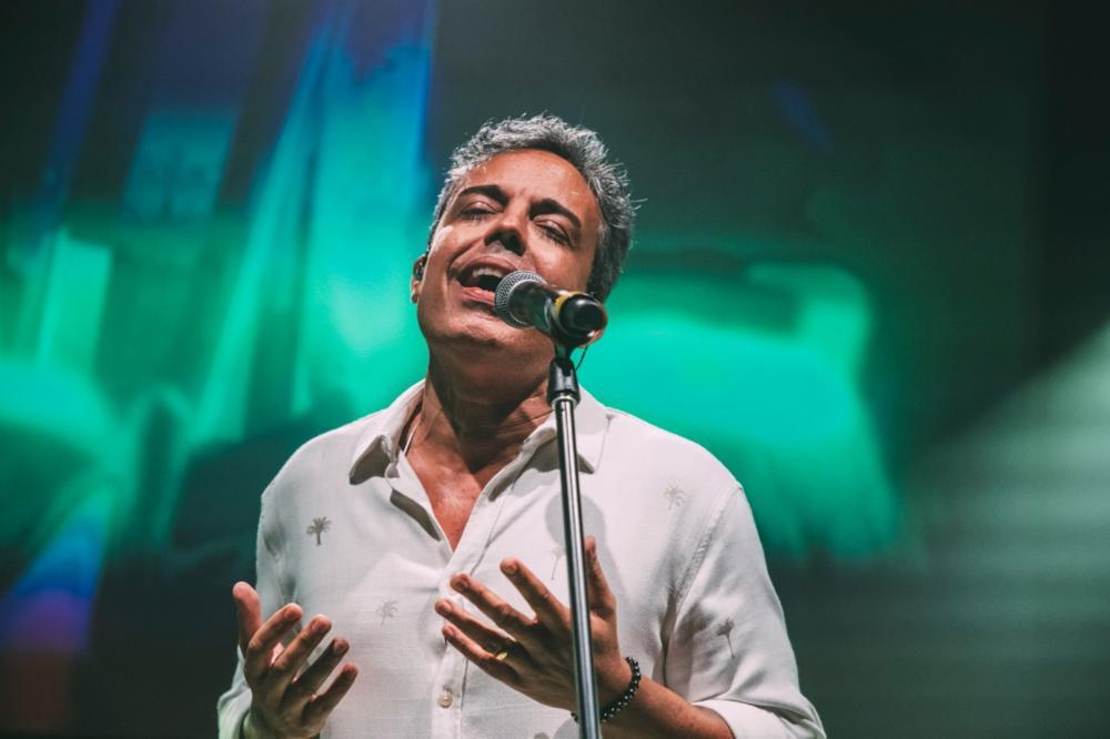 Novo clipe de Ramon Cruz traz um medley das músicas Doce Paixão e Deixa