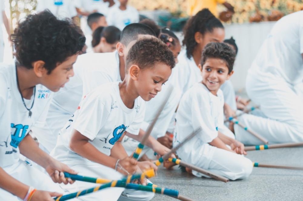 Capoeira e acompanhamento pedagógico para crianças e adolescentes